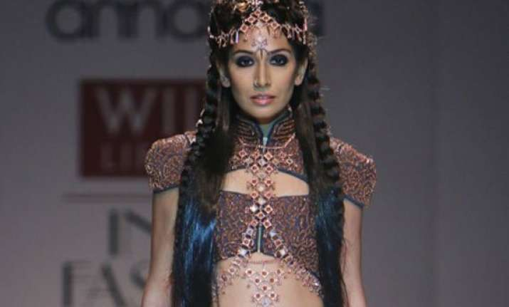 monica dogra goes bold with designer kanika saluja at wifw