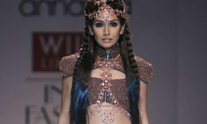 monica dogra goes bold with designer kanika saluja at wifw