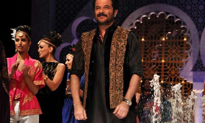indian bridal fashion week anil kapoor looked jhakkas in