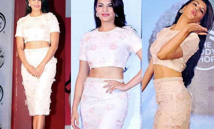 jacqueline fernandez shows off trim mid riff in crop top