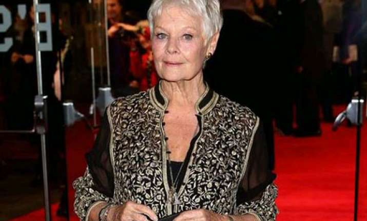 judi dench wears indian creation again see pics