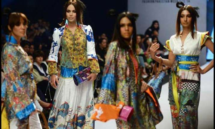 karachi fashion week a riot of colours on the show see pics