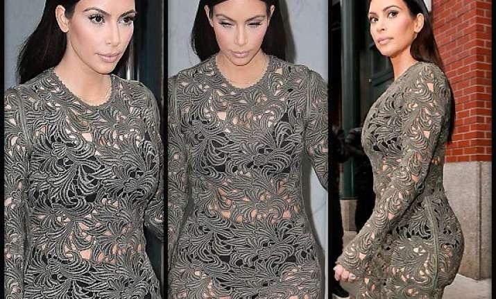 kim kardashian ends up flaunting lingerie at honour dinner