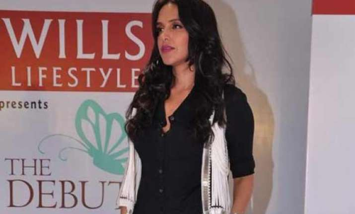 neha dhupia to tweet live from wifw aw 2014