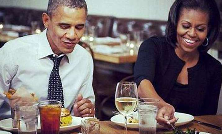 mr and mrs obama celebrate v day at local restaurant