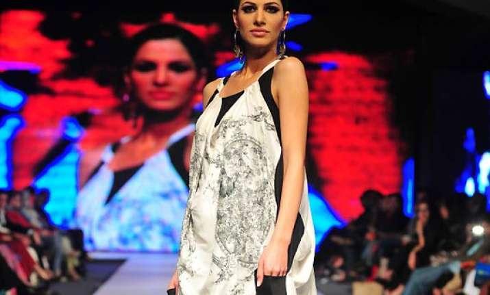 pakistan fashion week 2014 iman ahmed s hand printed range