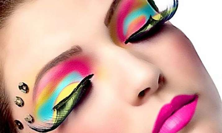 enhance your daily look with simple makeup tips see pics
