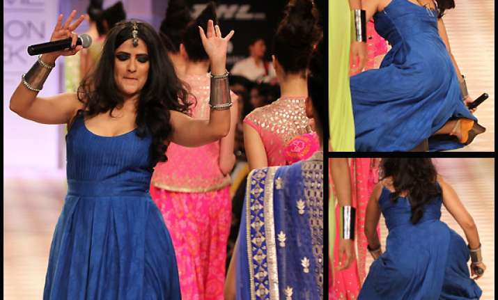 singer sona mohapatra trips on ramp at lfw 2013 view pics