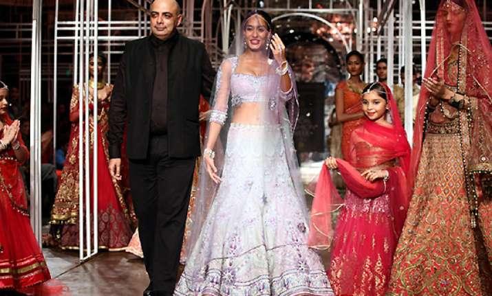 tarun tahiliani brings lightness to indian bridal wear