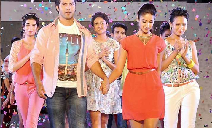 varun ileana turn showstoppers for fashion friday see pics