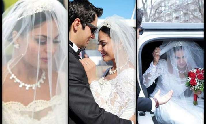 veena malik looks dewy in snow white inspired wedding dress