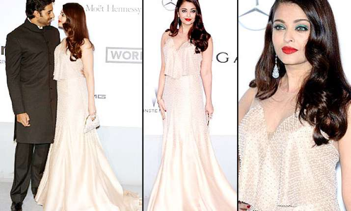 cannes 2014 uncomfortable in dress aishwarya finds it