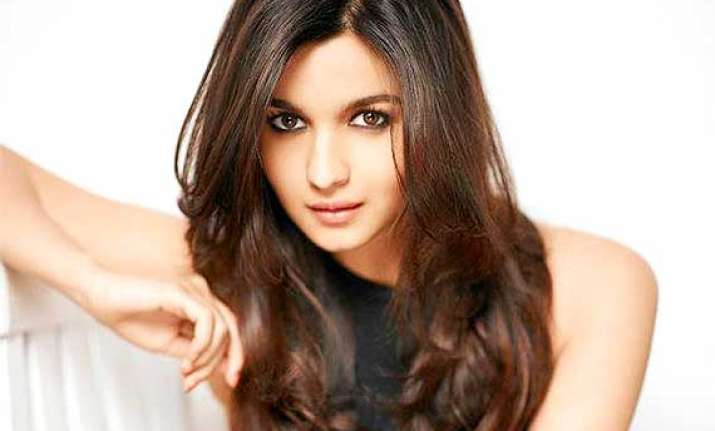 alia bhatt turns stylist