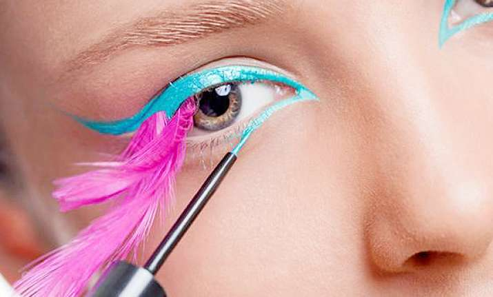 summer beauty trend 2014 bright eyeliner see pics