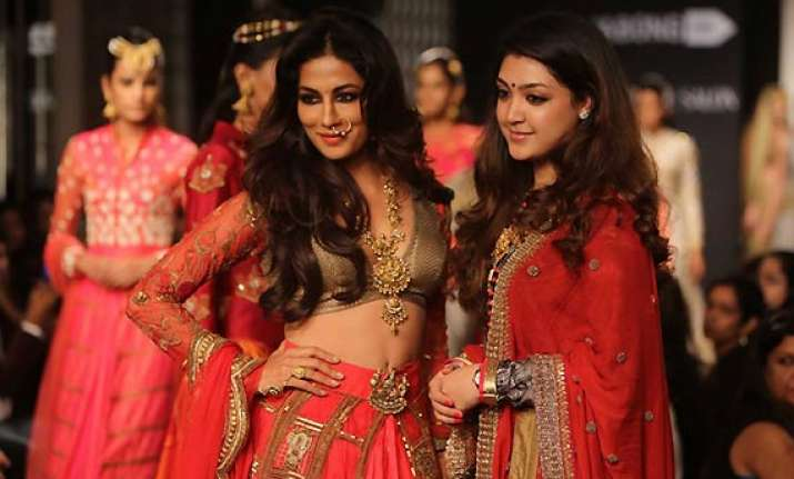 chitrangada adorns devdasi avatar on ramp at lfw 2014 see