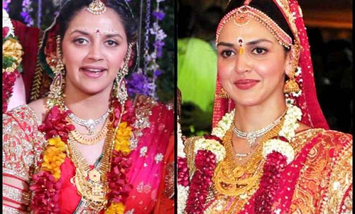 ahana deol wedding deol sisters exchange jewellery for the