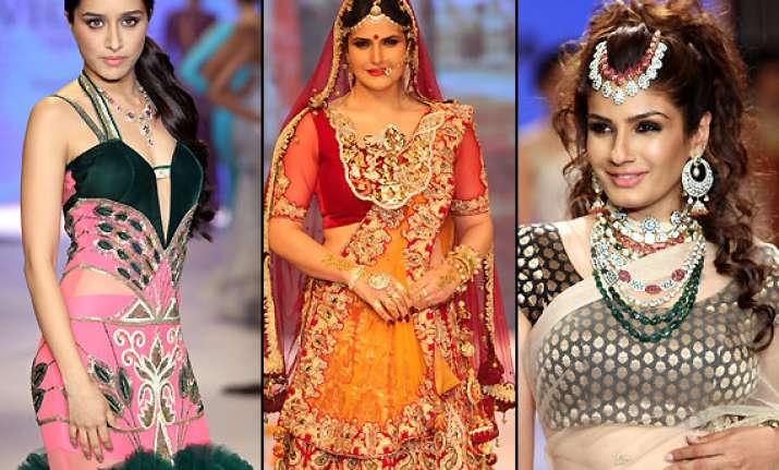 iijw 2014 day 2 shraddha raveena zarine show off their