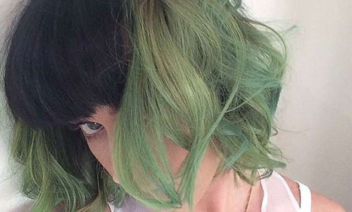 katy perry dyes her hair slime green