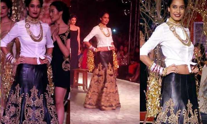 icw 2014 day 3 lisa haydon shows off her chic bridal look