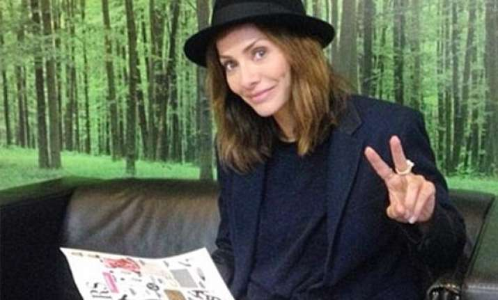 natalie imbruglia wants to join dating app tinder
