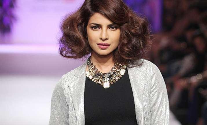 lfw 2014 priyanka chopra spills magic in her sexy avatar at