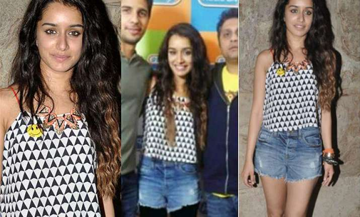 shraddha kapoor s sexy legs covered up by pakistani daily