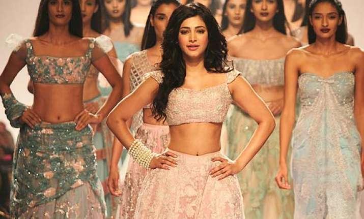 lfw 2014 shruti haasan amazes as princess in shehla khan s