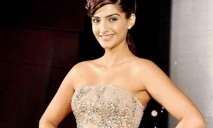 sonam enlists rekha waheeda rehman as her fashion
