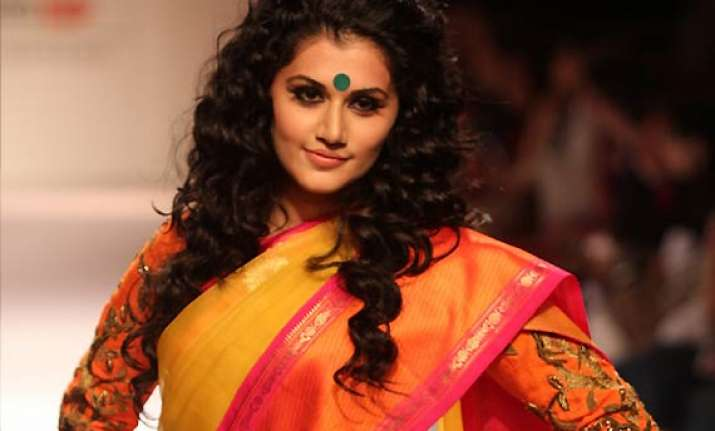 taapsee pannu sets the stage on fire for designer gaurang
