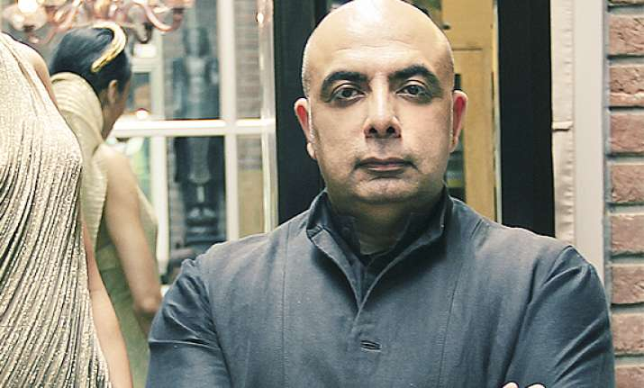 tarun tahiliani enters digital space with e store