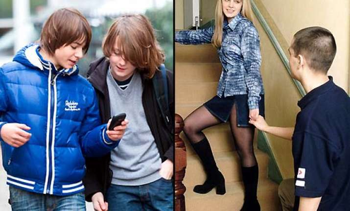 young kids with smartphones indulge in more sex see pics