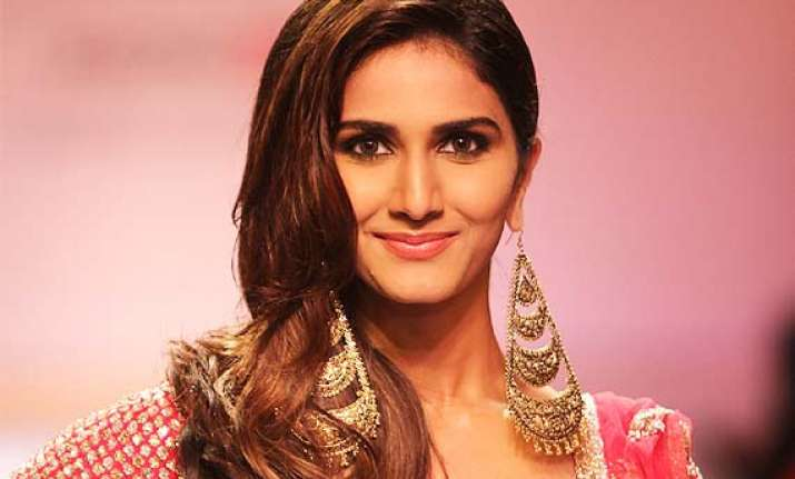 lfw 2014 vaani kapoor stuns as showstopper for payal singhal