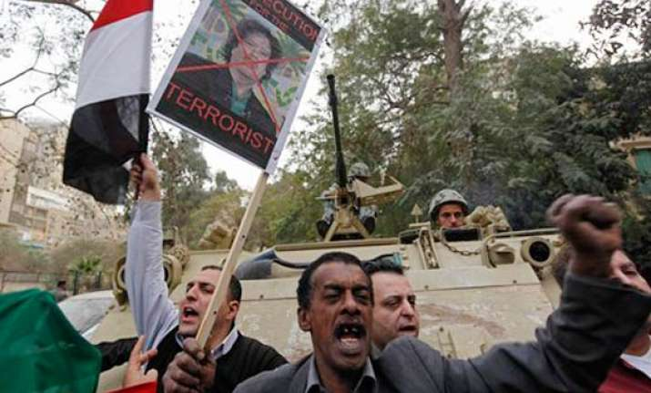 anti gaddafi forces close to tripoli us mulls no fly zone