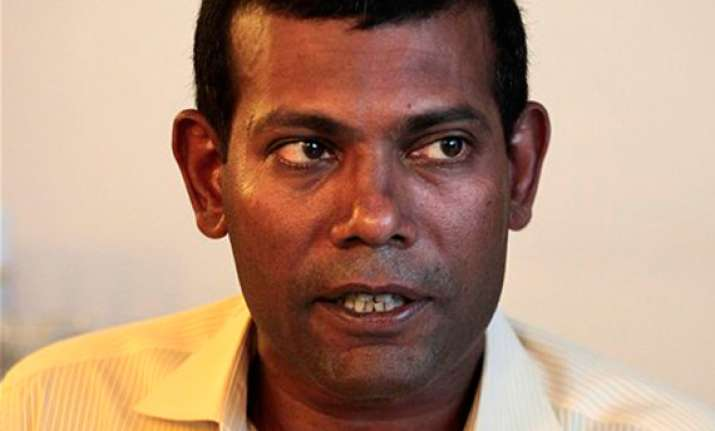 arrest warrant against nasheed family flees to sri lanka