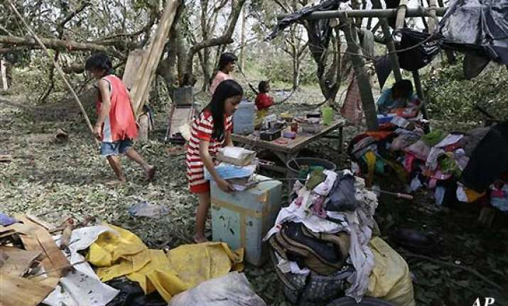 at least 350 die 400 missing as typhoon lashes the