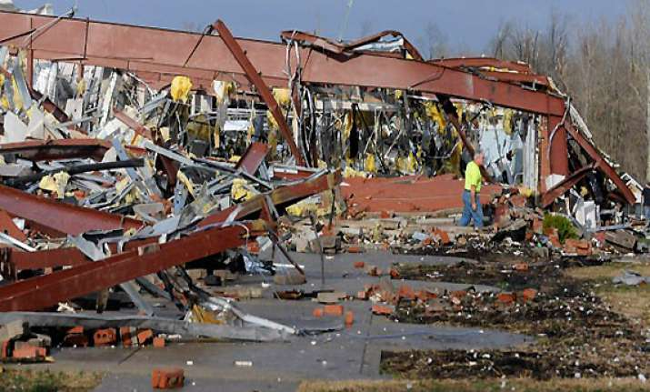 atleast 32 in four us states killed in severe storms