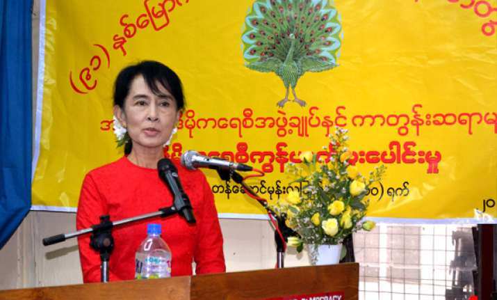 aung san suu kyi decides to contest parliamentary by