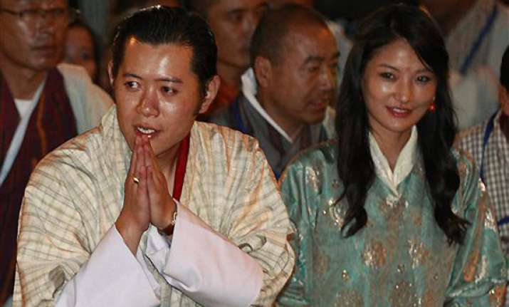bhutan king seals wedding with royal kiss