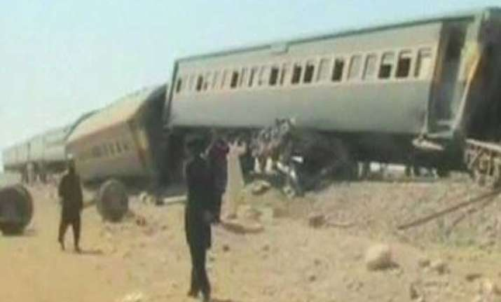 blast on train kills 16 in south west pakistan