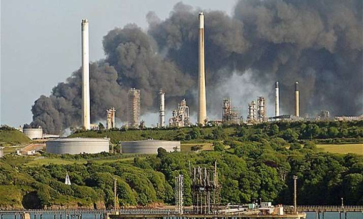 blast in welsh refinery kills 4
