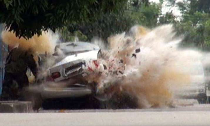 bomb squad officer narrowly escapes explosion in thailand