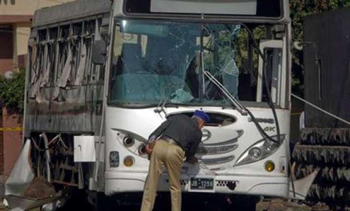 bomb blast targets bus pakistan s space agency 1 killed