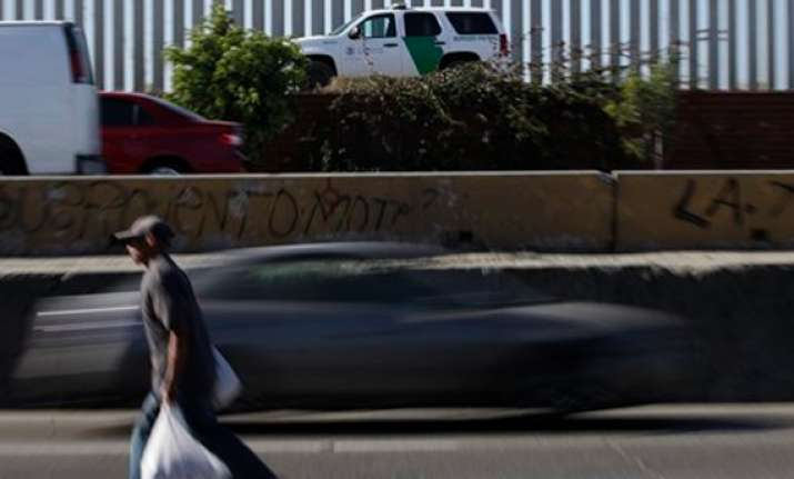 border patrol agents set for corruption trial