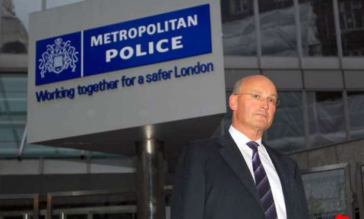 british police chief quits amid phone hacking scandal