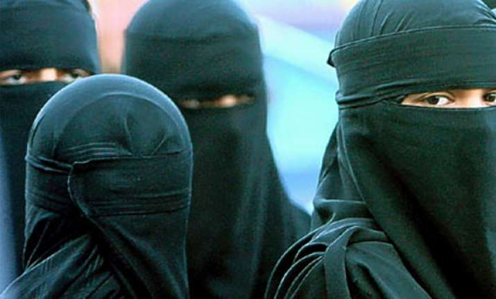 burqa clad women should show face when asked to witness