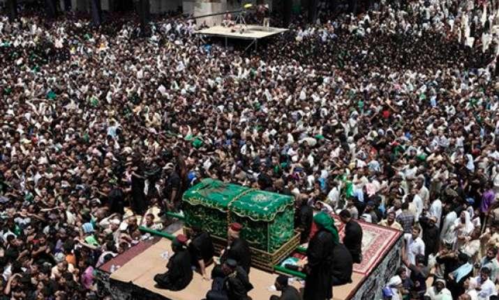 car bombs kill 25 on last day of iraq pilgrimage