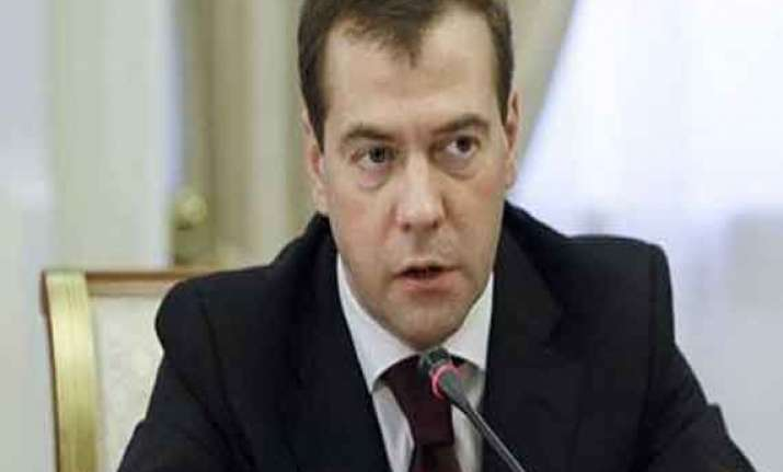 china poses no danger to russia says medvedev