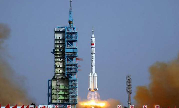 china achieves first manned space docking
