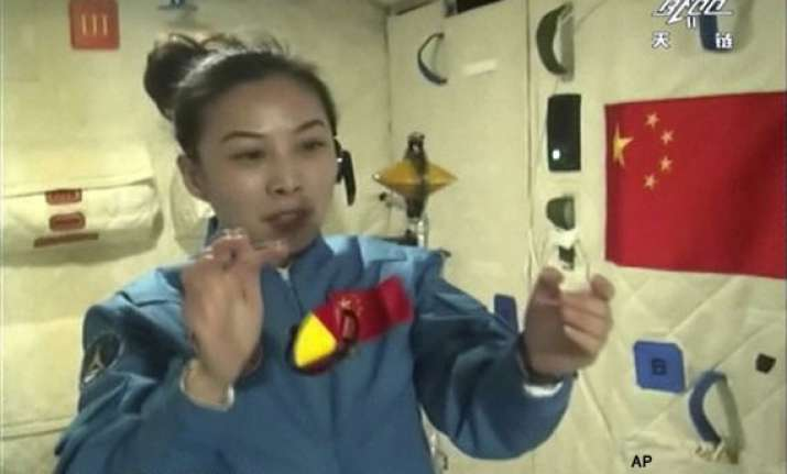 chinese astronauts give lecture to kids from orbiting space