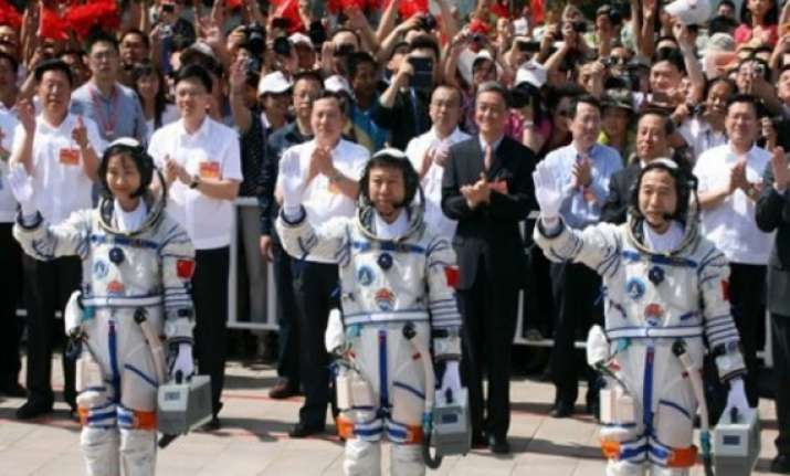 chinese astronauts successfully complete first manual